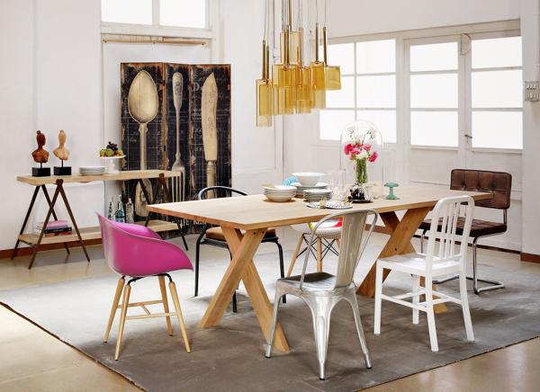 Foto soggiorno con sedie in stili diversi di valeria del for Comedor con sillas de colores