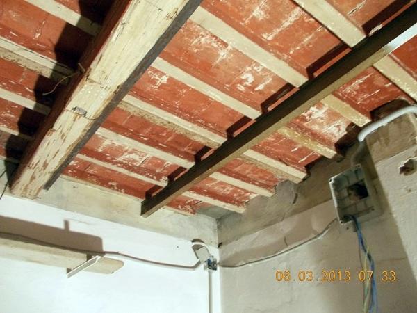 Foto solaio legno da pulire di sabbiareecologico di luciano chiarini 104206 habitissimo - Pulire porte legno ...