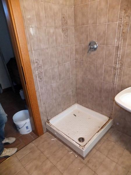 Foto sostituzione piatto doccia di sovabad italia s r l - Cambiare piatto doccia ...
