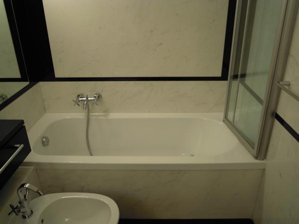 Foto sostituzione vasca da bagno senza rompere le - Bagno senza piastrelle ...