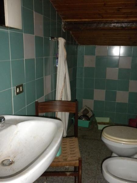 Foto stato di fatto bagno sottotetto di clara arch - Bagno sottotetto ...