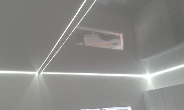 Foto strisce led su perimetro di pro casa 485478 habitissimo - Strisce led illuminazione casa ...