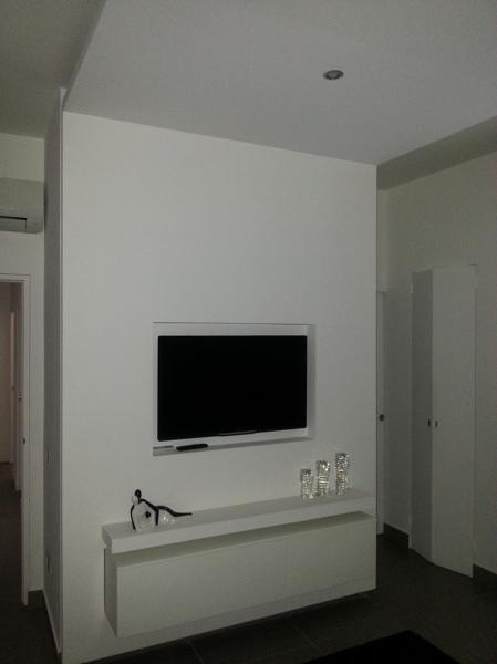 Foto struttura in cartongesso con tv e mobile incassati - Porta di cartongesso ...