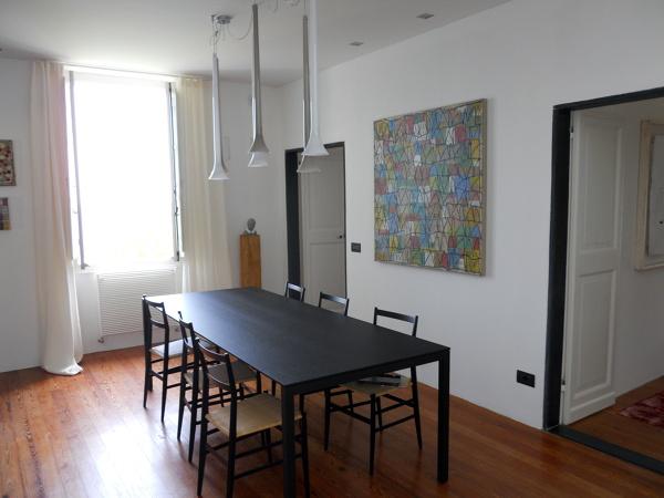 Foto bastone con scivoli a soffitto laccato bianco di 3s for Finestre a soffitto