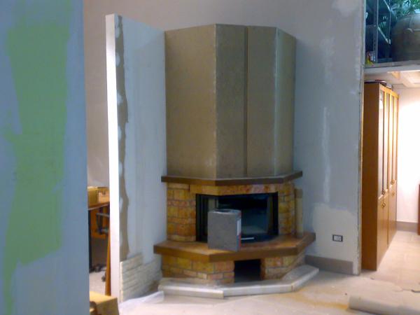 Rivestimento In Legno Per Termocamino : Foto: termocamino a legna modello exagone con realizzazione