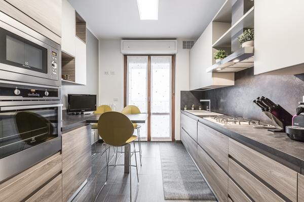 Foto una cucina funzionale di facile ristrutturare milano for Ristrutturare bancone bar