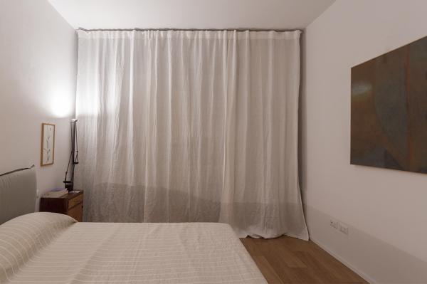 Foto una tenda divide la camera dalla cabina armadio di officina abitare 487656 habitissimo - Tenda da camera ...