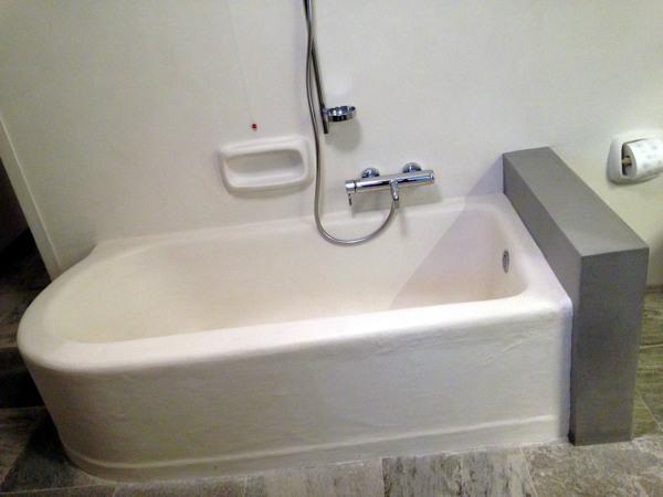 Vasca Da Bagno Rivestita : Foto: vasca da bagno rivestita in beton cirè di studio di
