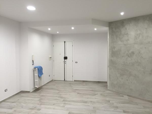 Foto: vista dellingresso con differenza di contro soffitto e