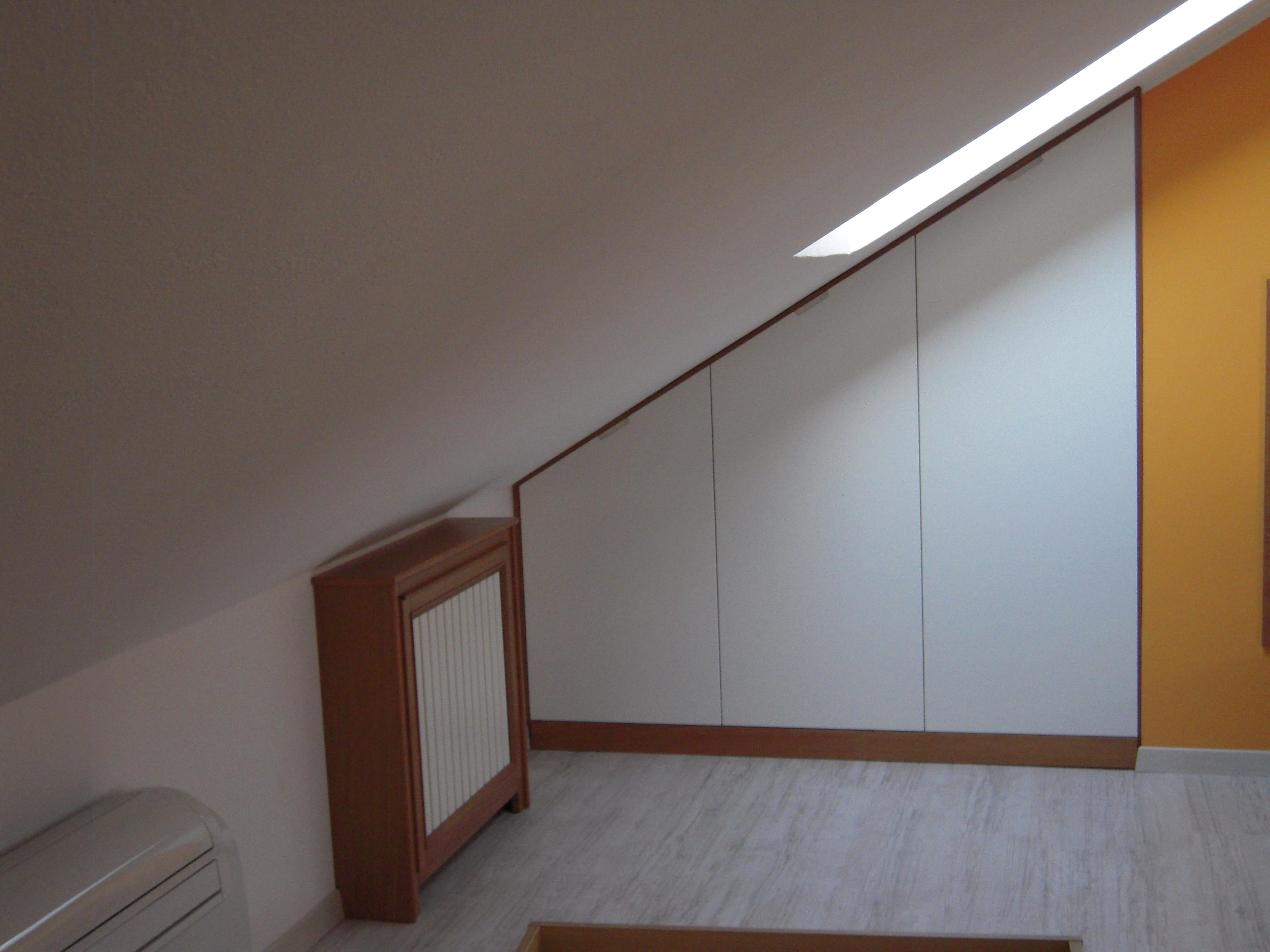 Progetto arredo mansarda su misura progetti mobili for Progetto arredo