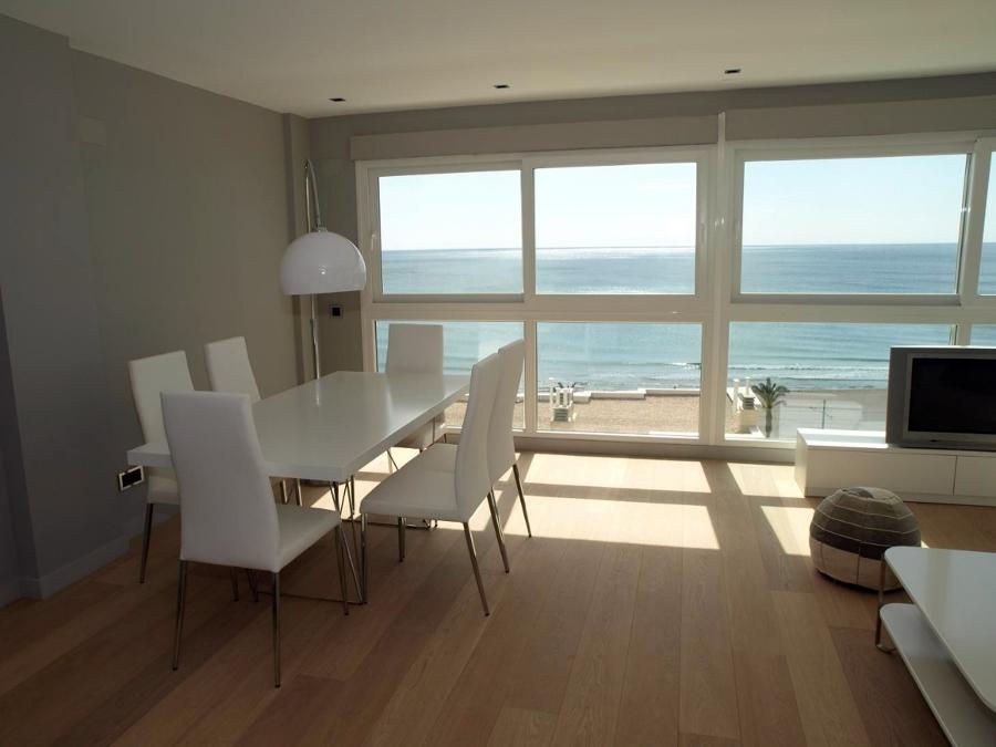 Come arredare una sala da pranzo in stile minimalista for Comedor minimalista