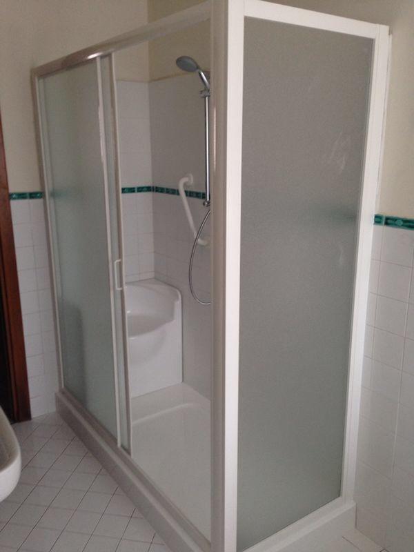 Misure minime bagno per disabili camera - Bagno disabili con doccia ...