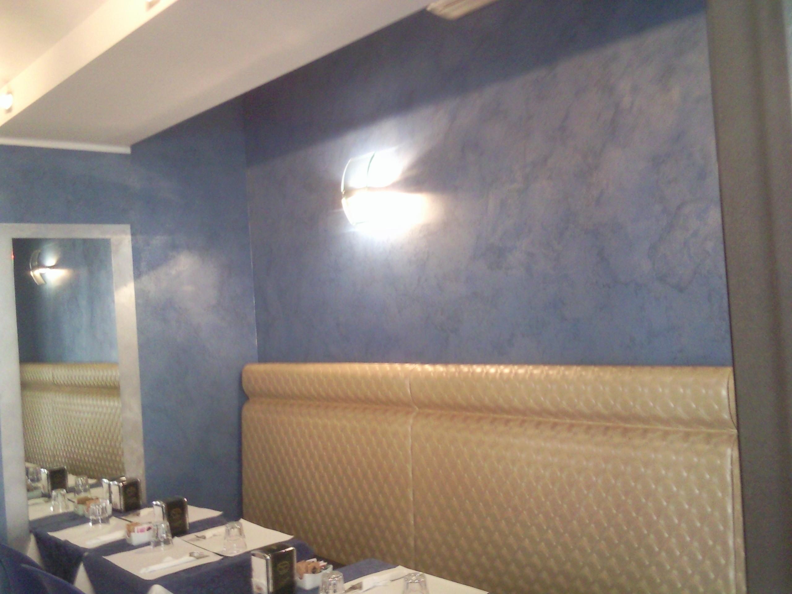 Excellent decorazioni pareti interne casa disegni per for Adesivi per pareti interne