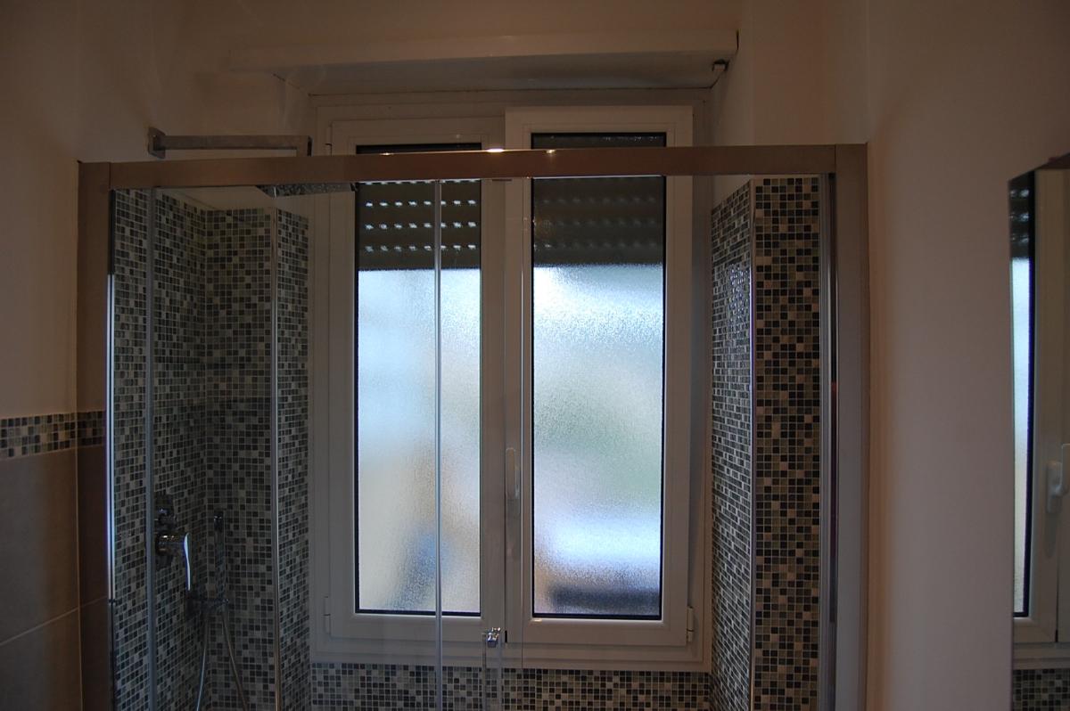 Progetto per bagno con mosaico boxer progetti ristrutturazione bagni - Bagno moderno mosaico ...