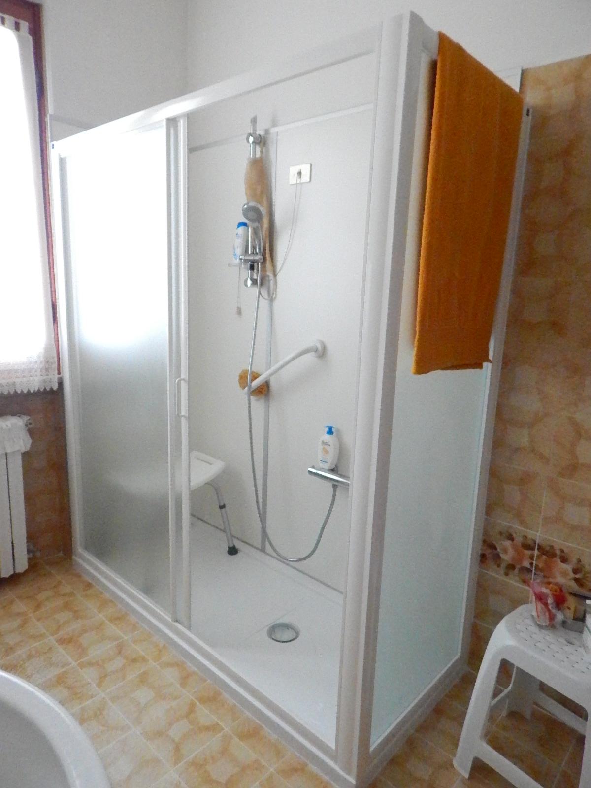 Cambio vasca in doccia e eliminazione piccola doccia - Doccia con vasca piccola ...