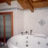 Il bagno padronale. Intervento di pitturazione sottotetto ancora da realizzare
