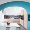Dettaglio della cucina, la volta in muratura accoglie la zona pranzo.