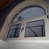 Finestra ad arco completa di davanzale