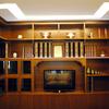 libreria classica e controssoffitto con luce diffusa