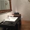 Mobile bagno ricavato da vecchio banco falegname