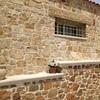 pietra mista umbra e sassi di tufo