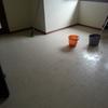 pulizia pavimento sala