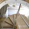 scala di collegamento dal piano terra al primo piano alla mansarda