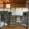 Demolizione soppalco e installazione di scaffalature verticali in zona sismica