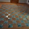 Tappeto di piastrelle di cotto artigianale, stelle alternate ad intarsi, per l'area soggiorno