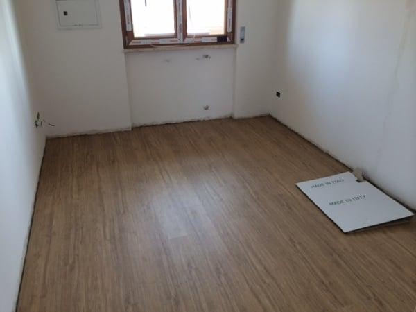 Ho bisogno di aiuto laminato oppure un pavimento gres for Pavimento laminato