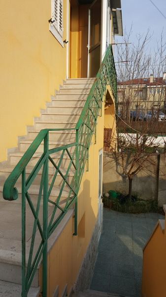 Chiusura scala esterna di casa habitissimo - Copertura scala esterna ...