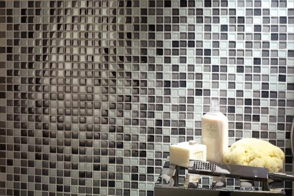 Rivestimenti a mosaico habitissimo for Mosaico vetro bagno