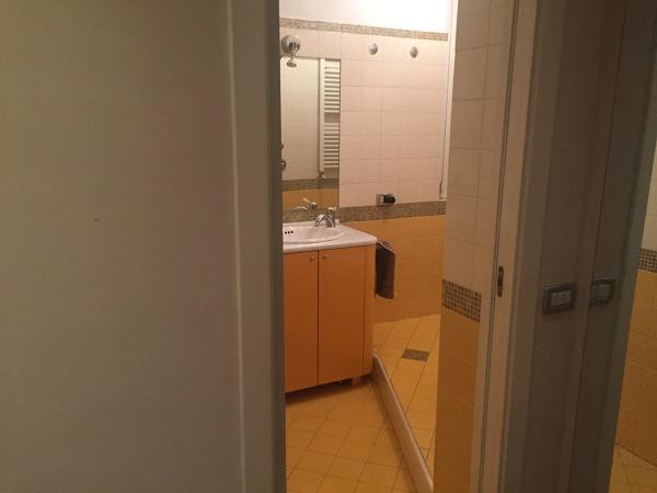 Quanto mi costerebbe posare del beton ciret su pavimento e pareti del bagno?
