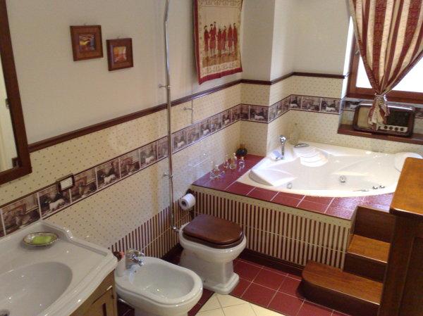 il bagno e bellissimo siete disponibili a fare un preventivo di una simile realizzazione a casa mia a roma graziemille complimenti