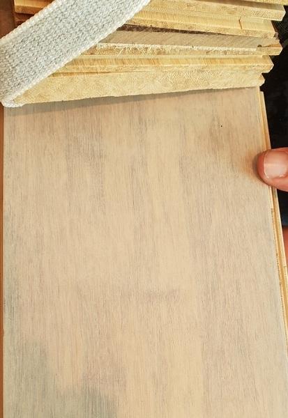 Come mai il bamboo prefinito ha un colore diverso da quello ordinato?