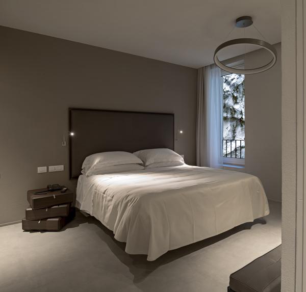Che tipo di vernice è stata usata per la parete dove è appoggiato il letto?