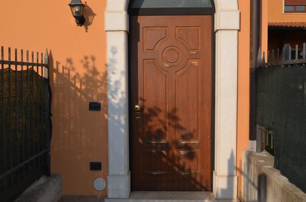 Quanto costa cambiare un pannello della porta blindata?