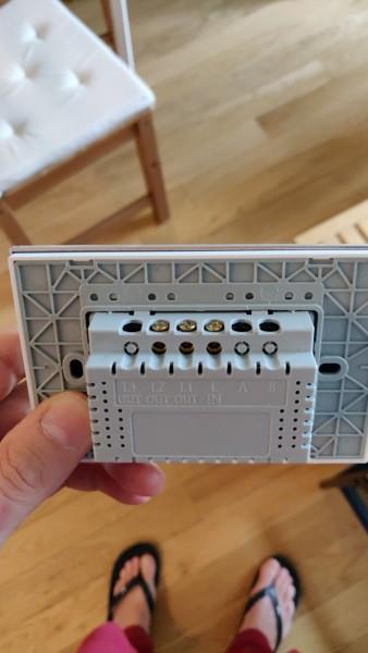 Come collegare l'interruttore wifi per tapparelle?