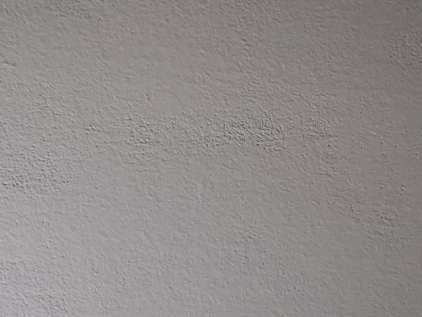 Come tinteggiare il soffitto del salotto?