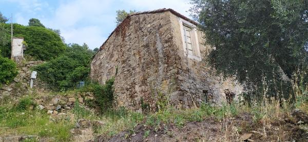 Quanto costa ristrutturare completamente un rustico in pietra di 175mq?