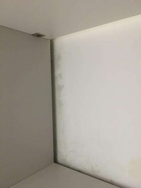 Si tratta di macchie di condensa o infiltrazioni - Condensa in casa nuova costruzione ...
