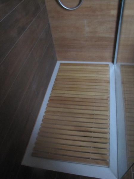 dove posso trovare una pedana a doghe in legno per doccia