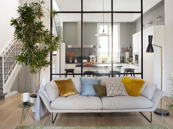 Qual è il costo per una parete vetrata con porta?