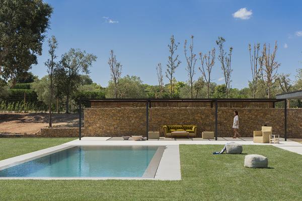 Quanto misura la piscina in foto?
