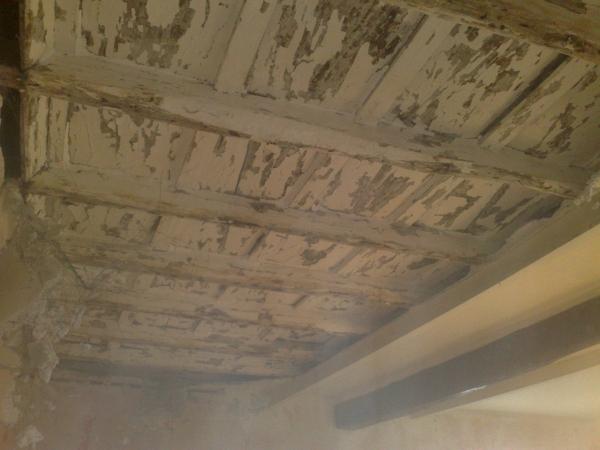 Soffitto In Legno Lamellare : Come invecchiare un soffitto in legno habitissimo