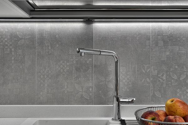 Vorrei sapere marca tipo e prezzo della parete paraschizzi della cucina habitissimo - Paraschizzi cucina ...