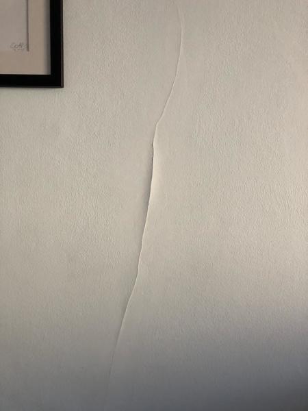 Come posso risolvere il problema delle crepe senza dover imbiancare la parete?