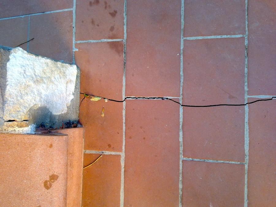 Eliminare crepe nei muri collesalvetti livorno for Resina per crepe nei muri