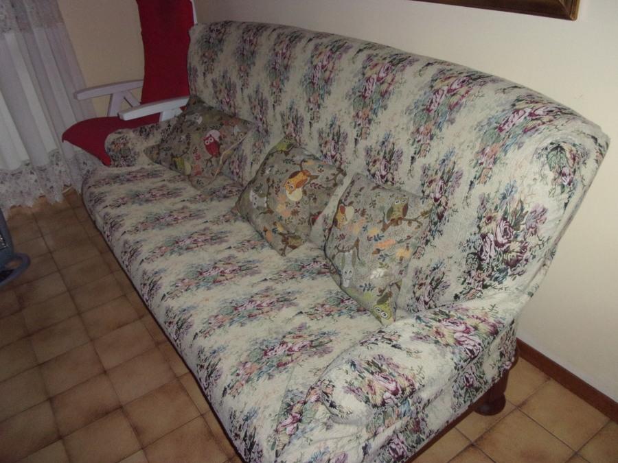 Rifoderare i cuscini i sei cuscini del divano in stile - Tappezzare divano ...