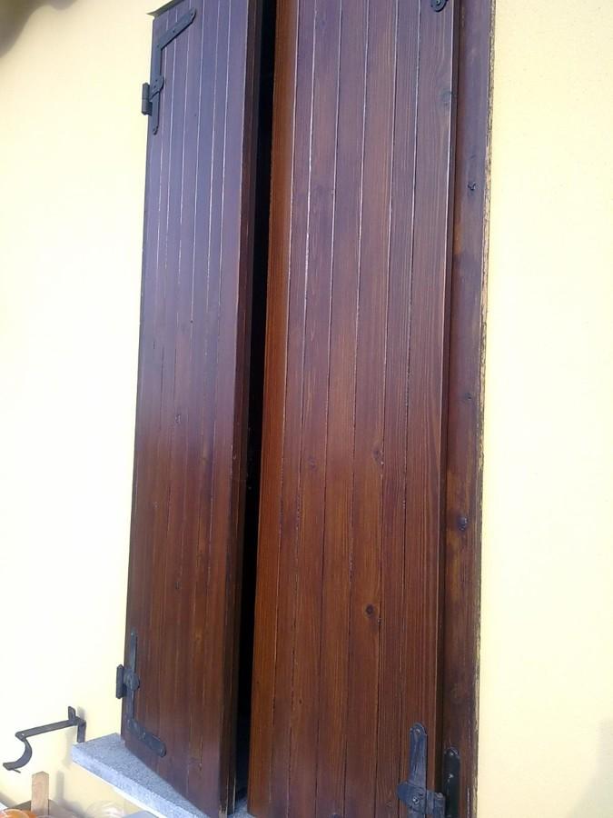 Sostituire scuri esterni in legno con dei nuovi in pvc for Infissi pvc effetto legno